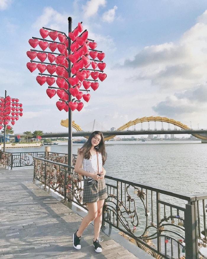 Có cây cầu Tình Yêu Đà Nẵng nên thơ và lãng mạn trên dòng sông Hàn!